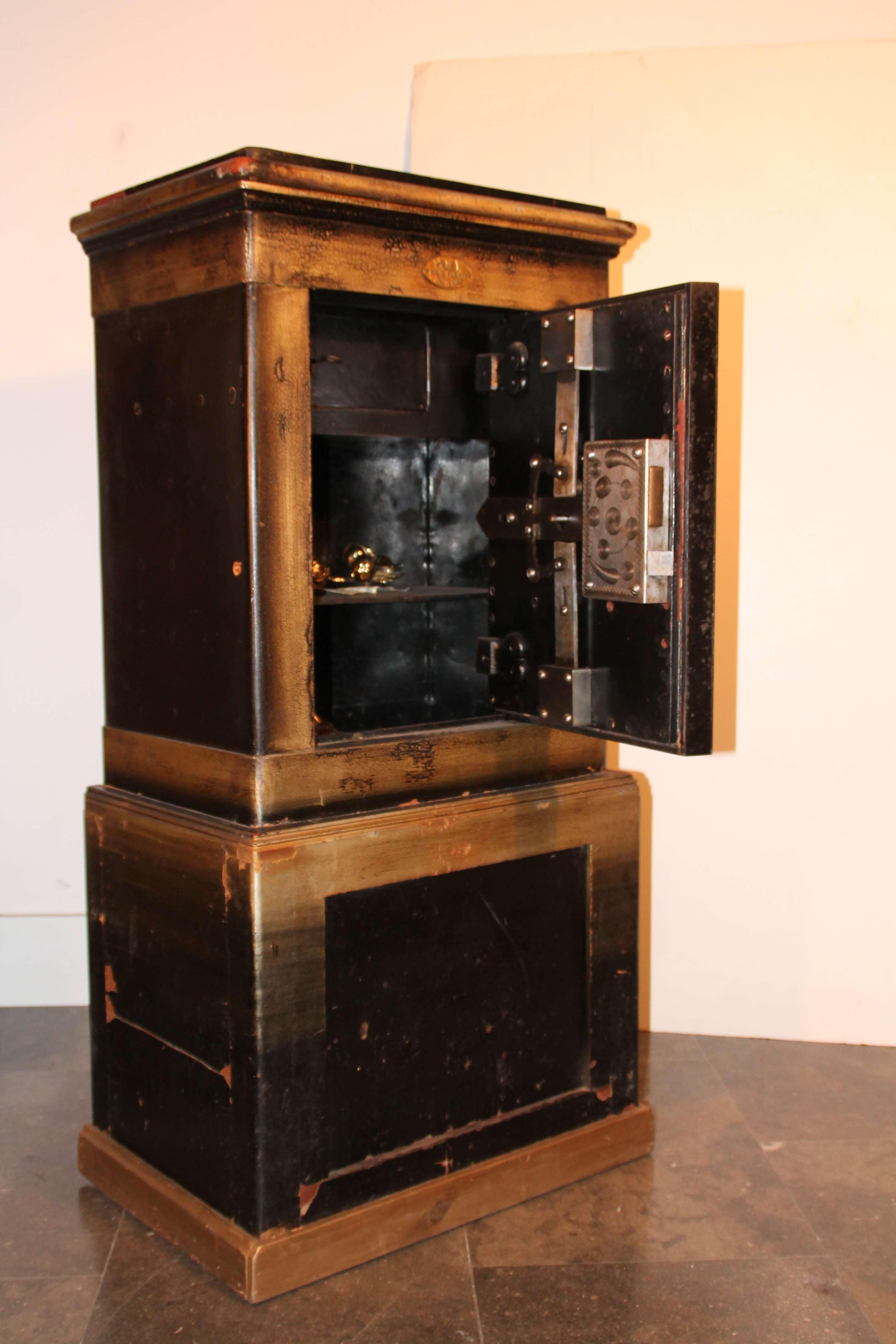 Caja fuerte antigua mobiliario interiorismo - Caja fuerte precios ...