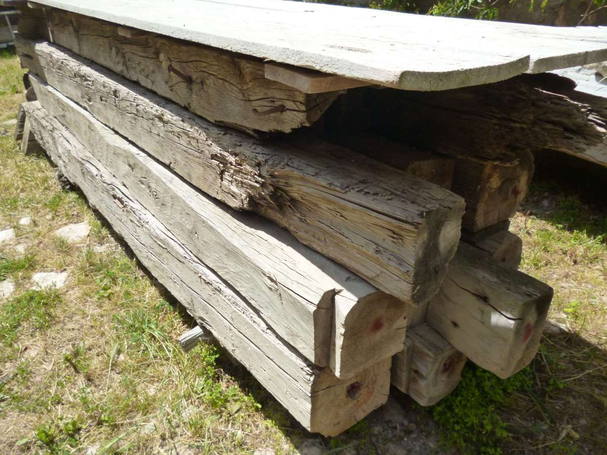 Vigas antiguas de madera y pies derechos mobiliario interiorismo - Cambiar vigas de madera ...